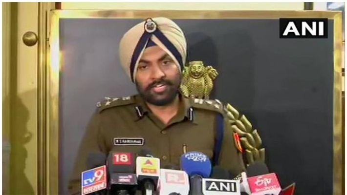 delhi , police, attack