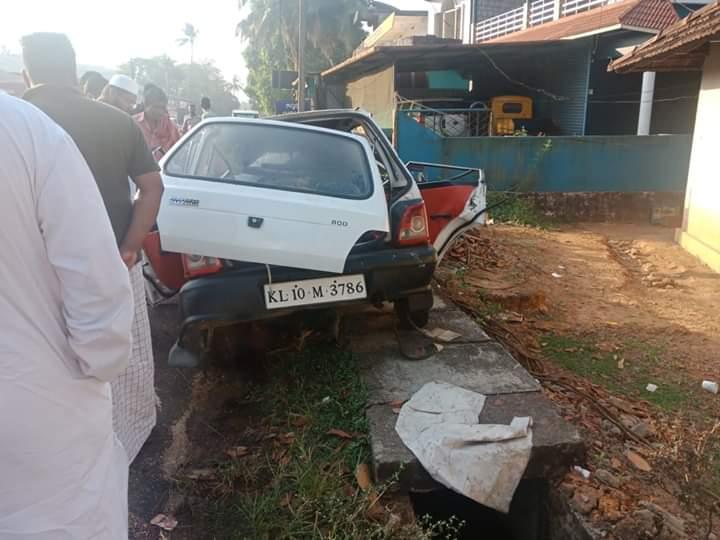 പെരുമ്പാവൂരില് ലോറിയിൽ കാറിടിച്ച് മലപ്പുറം സ്വദേശികളായ മൂന്നുപേര് മരിച്ചു
